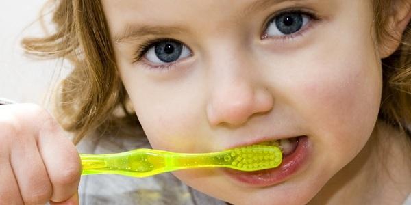 Приучаем ребенка к гигиене полости рта