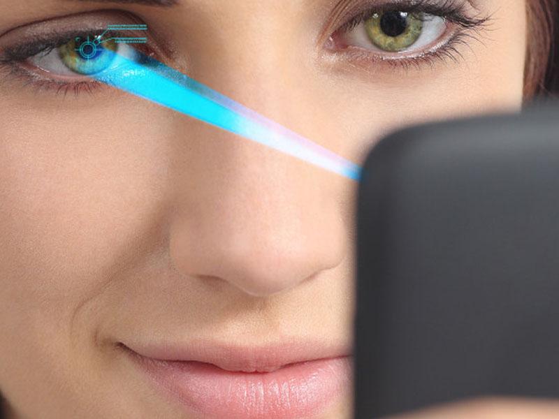 Рак глазного яблока могут вызвать мобильные телефоны