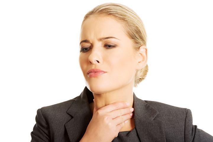 Названы первые симптомы рака щитовидной железы