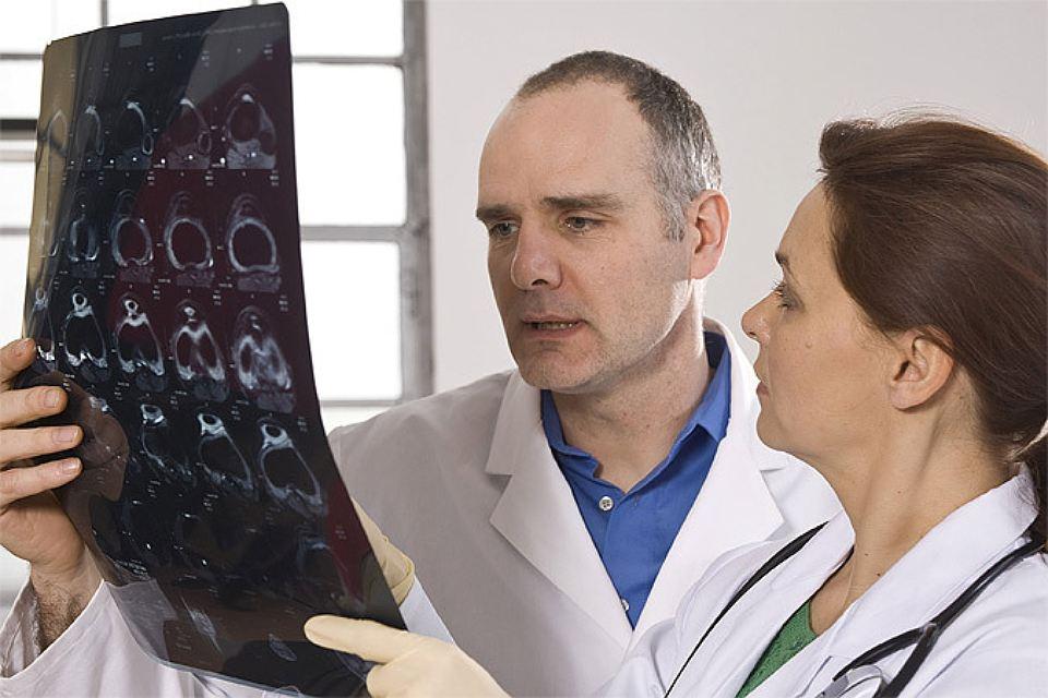 Ученые: Обычная простуда может спасти от рака