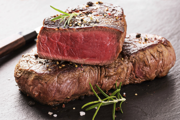 Красное мясо и рак: как появилась эта связь?