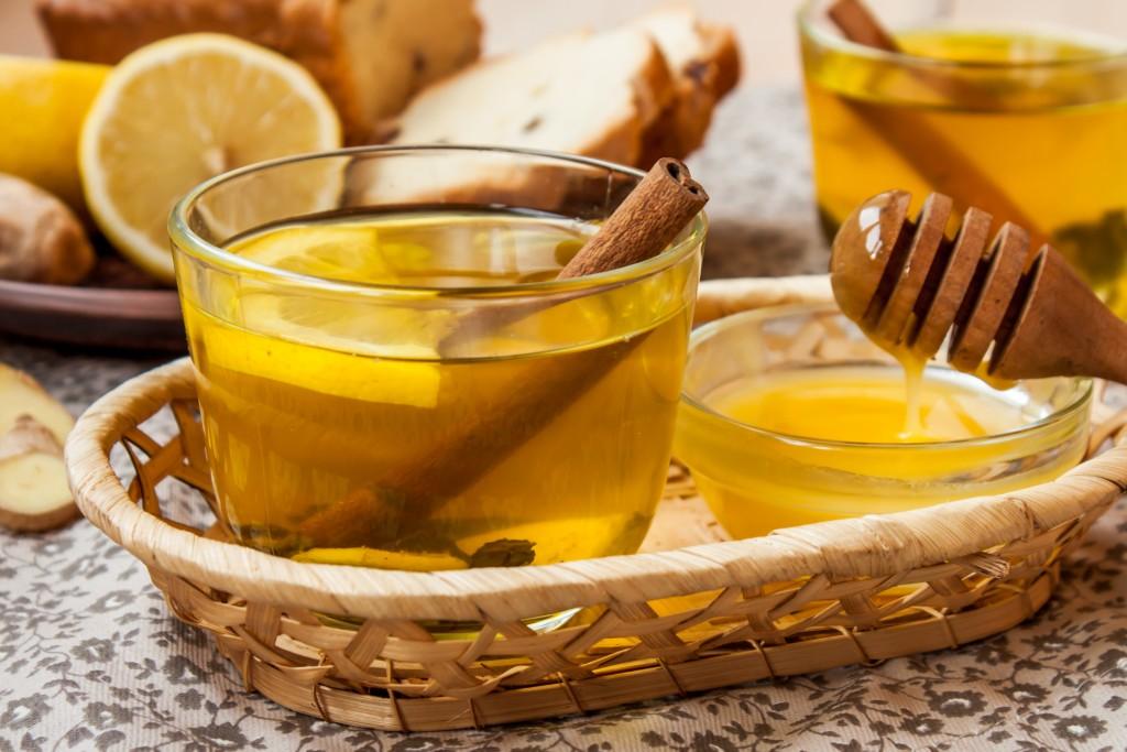Медики рассказали о целебных свойствах лимона и корицы