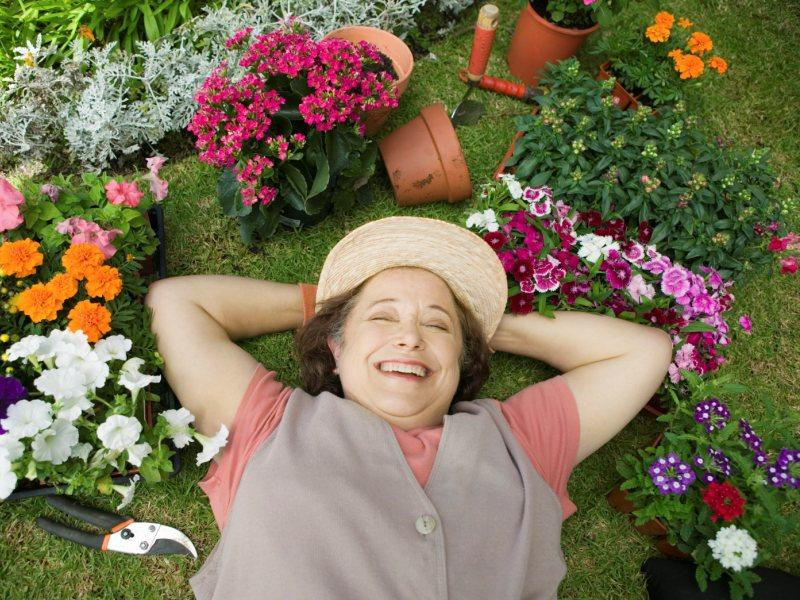 Пережившим рак людям нужно почаще работать в саду и огороде