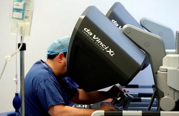 Робот вырезал раковой пациентке одновременно два органа