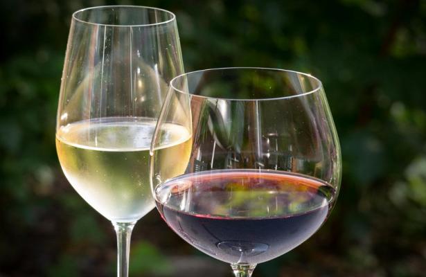 Онколог: В умеренных дозах вино любого цвета полезно