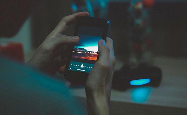 Ученые заявили, что свет от экрана смартфона приводит к раку
