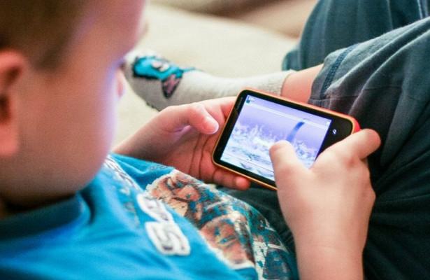 Ранее ученые нашли связь между мобильными телефонами и опухолями мозга