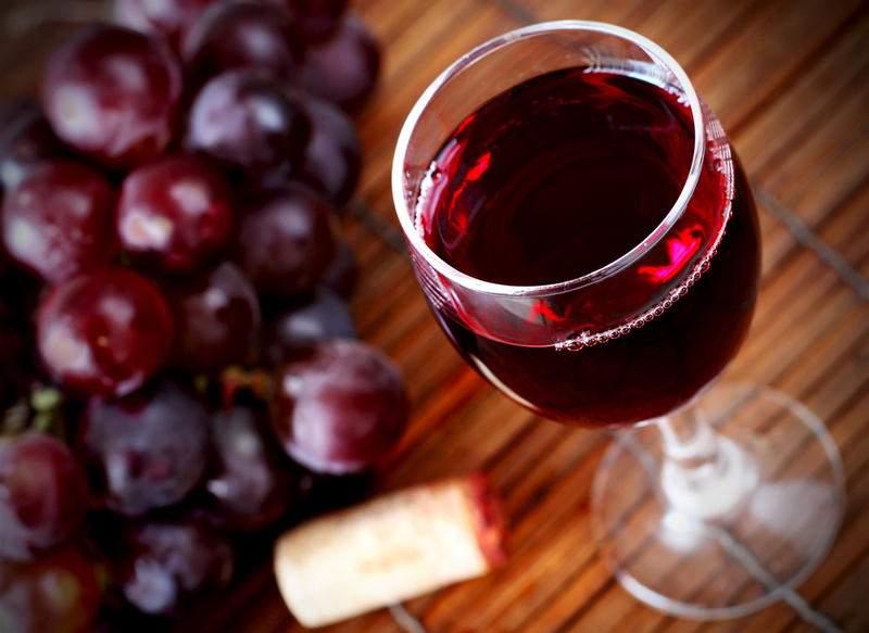 Назван алкогольный напиток, «убивающий» раковые клетки
