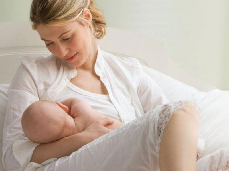 Длительное кормление ребенка грудью спасает от онкологии