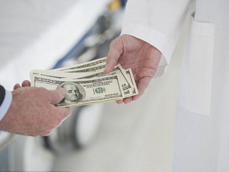 Онкологи не говорят, куда уходят деньги на новые лекарства от рака