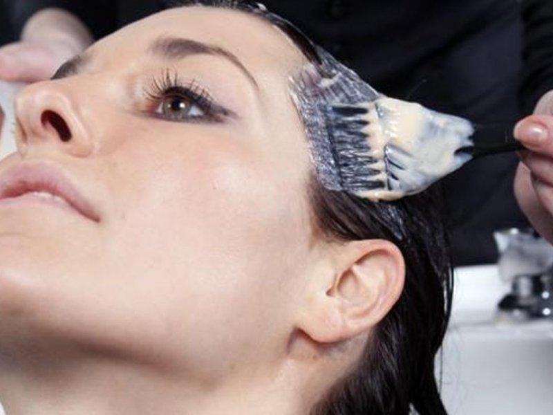 Окрашивание волос вновь связали с возникновением рака