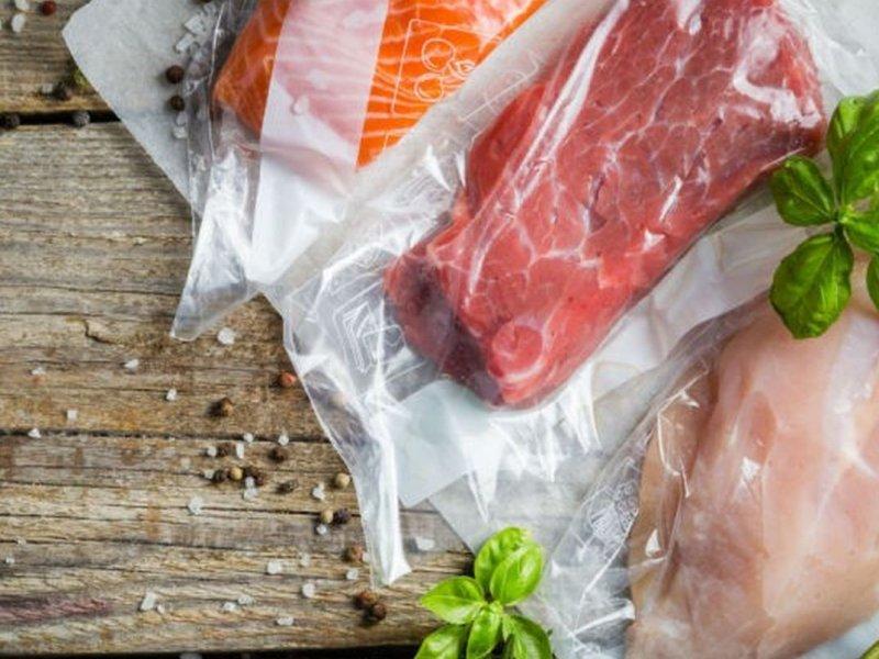 Красное мясо провоцирует онкологические заболевания у женщин