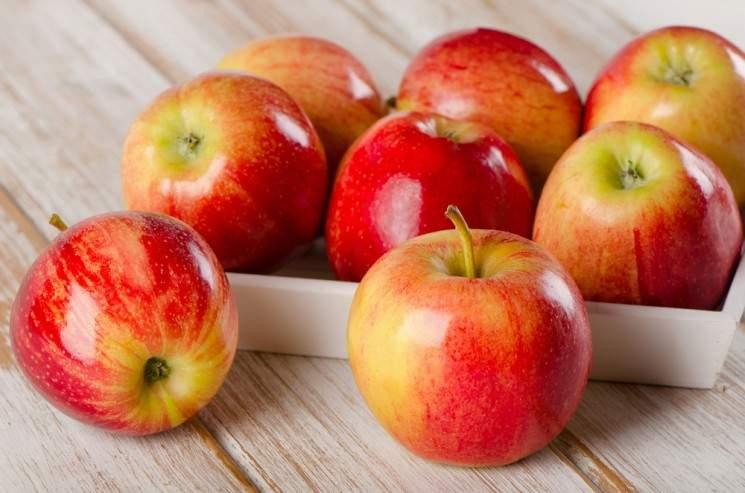 Медики подсказали, какой фрукт может защитить от рака кишечника