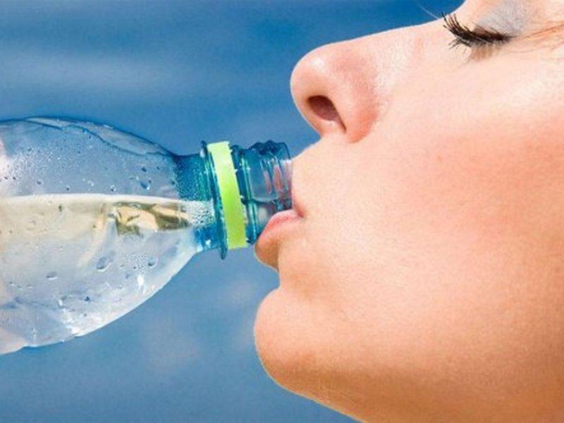 Химик Джо Шварц: вода в пластиковых бутылках не ведет к раку