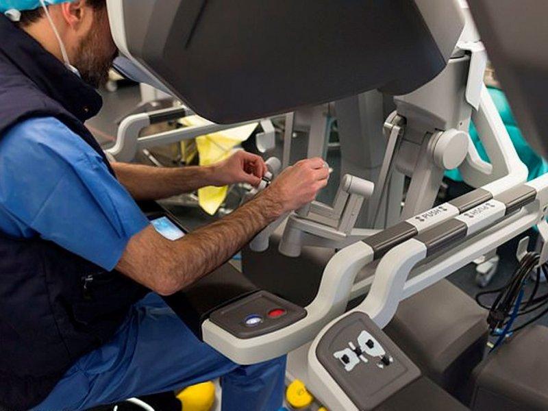 Роботам-хирургам пока не позволено лечить рак в США