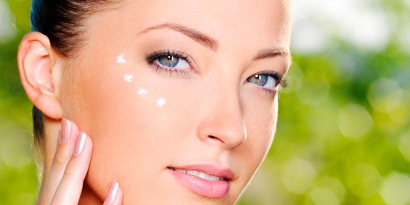 Как эффективно убрать морщины под глазами? Список домашних методов