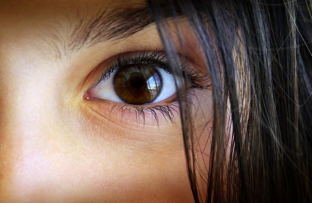 В глазу девочки нашли 10 опухолей