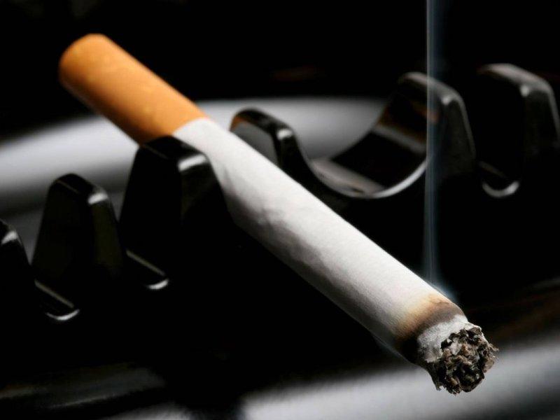 Онколог Лев Берштейн: курение уменьшает вероятность рака тела матки