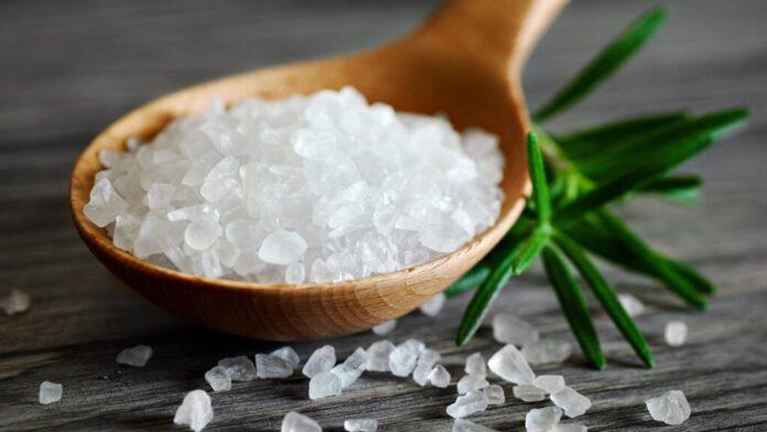 Онкологи рассказали, как соль влияет на рак