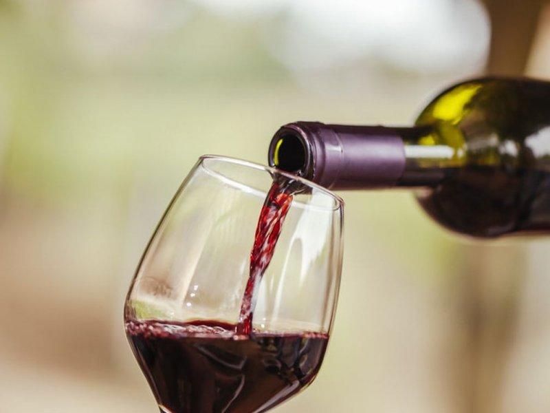 Необычная реакция на выпитое вино помогла женщине обнаружить у себя рак