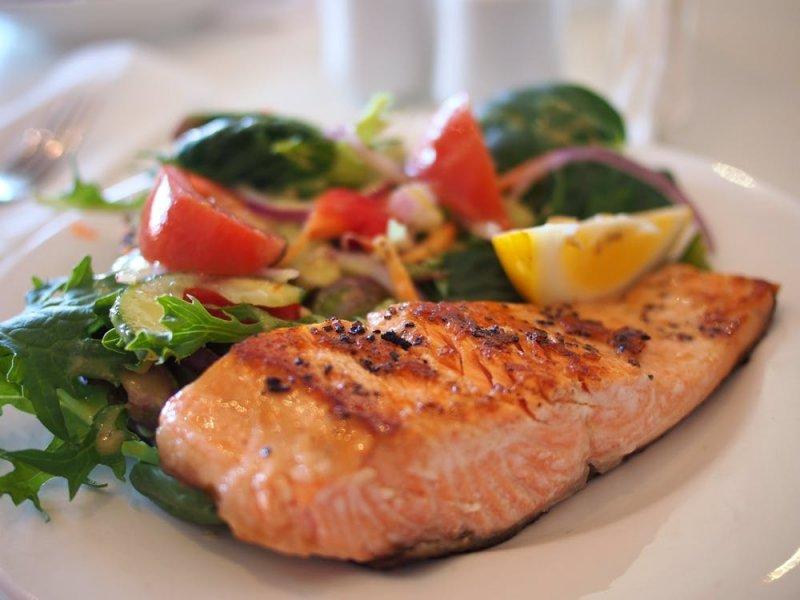 Три порции рыбы в неделю уменьшают риск рака кишечника на 12%