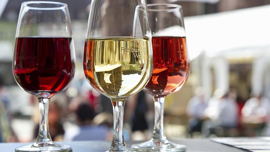 Девушка из Британии обнаружила у себя рак благодаря бокалу вина