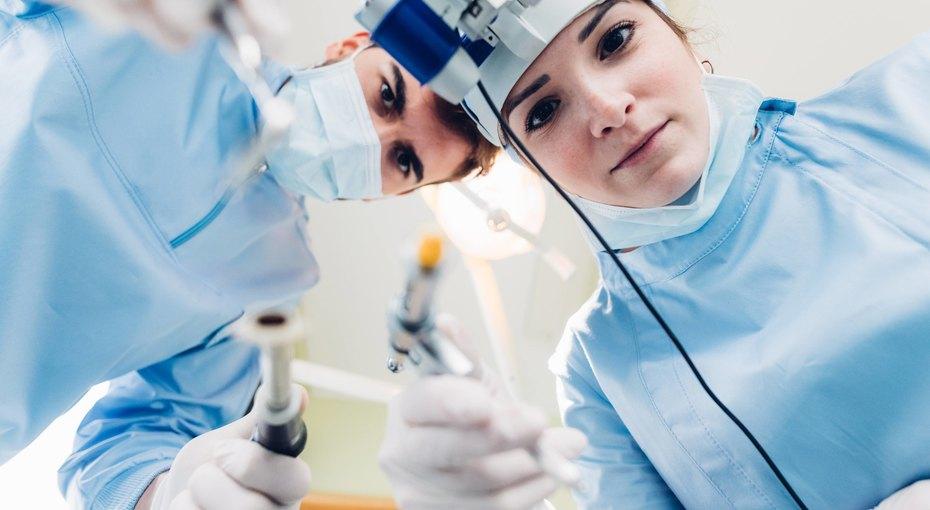 Болгарские хирурги успешно удалили крупную раковую опухоль столетней женщине