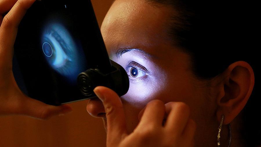 Названы шесть симптомов рака глаза