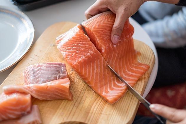 Как часто вы должны есть рыбу, чтобы снизить риск колоректального рака на 12 процентов