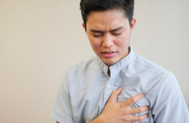 Названы основные симптомы рака груди у мужчин