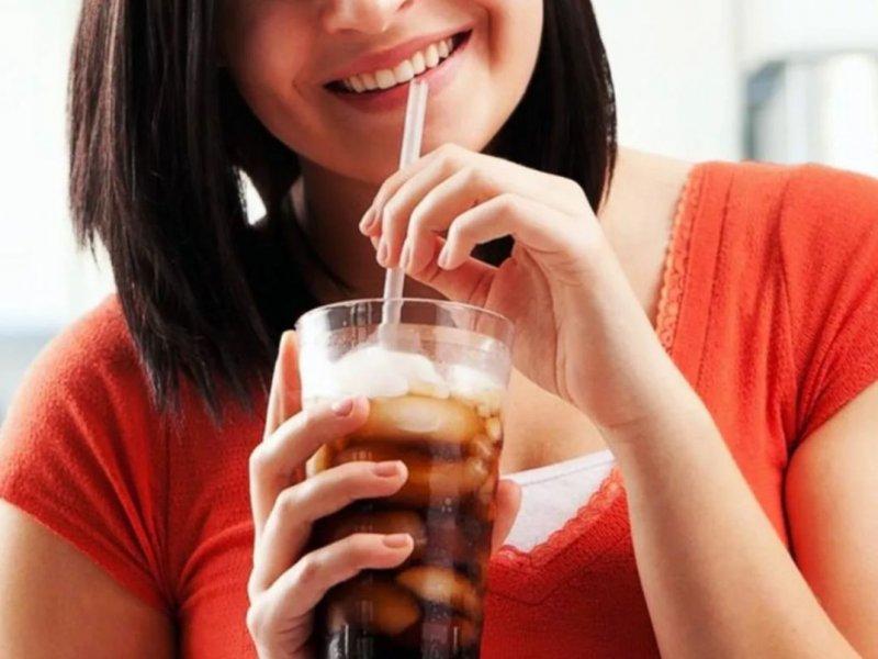До рака могут довести всего 100 мл сока или газировки в день