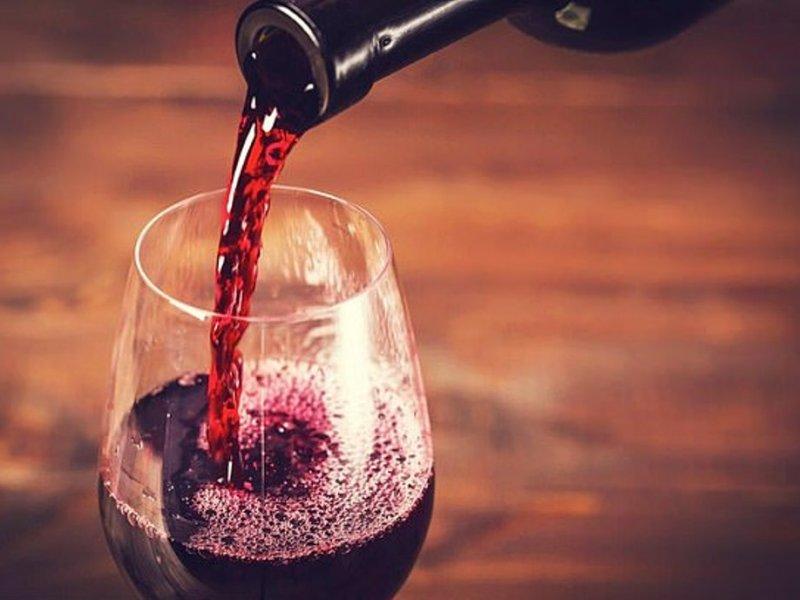 Один бокал вина в день уже повышает риск рака