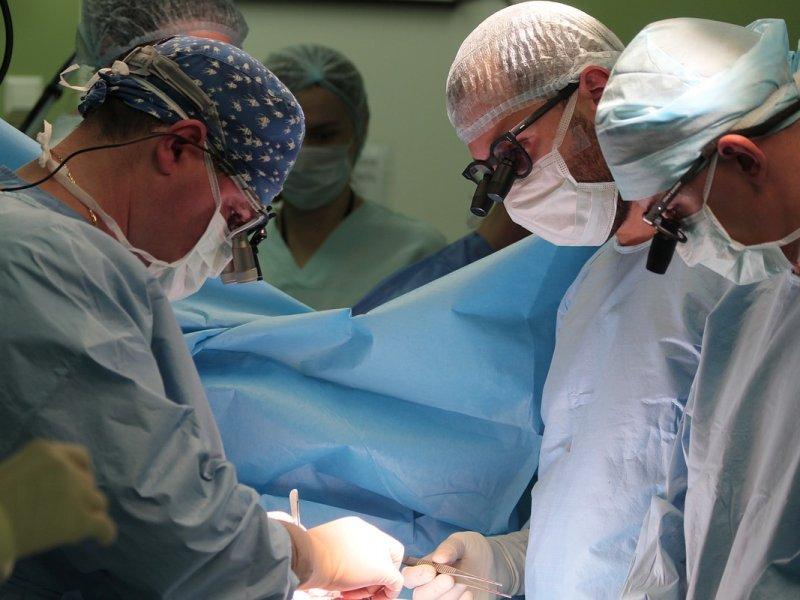 Предновогодние чудеса: хирурги спали 7-месячного ребенка с опухолью сердца