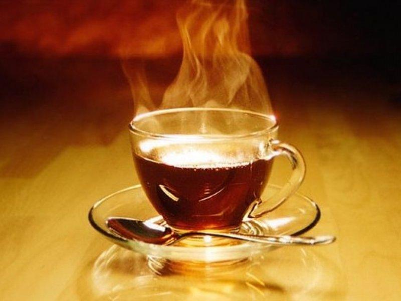 Гастроэнтеролог Алексей Парамонов рассказал, вызывает ли горячий чай рак пищевода