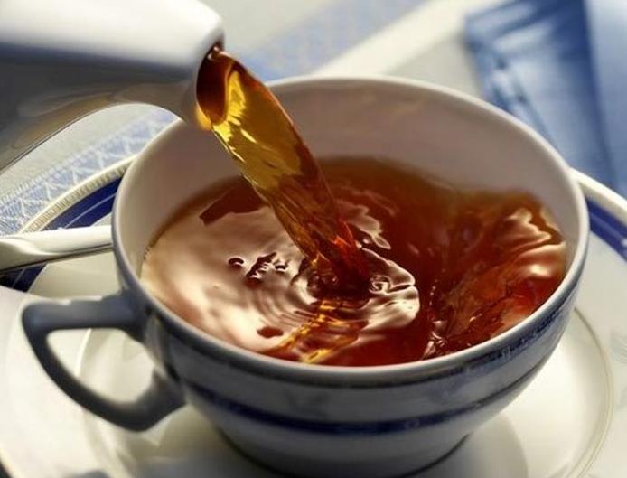 Защищает от рака и болезней сердца: главные преимущества черного чая