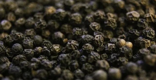 Профилактика рака и лишнего веса: названы целебные свойства черного перца