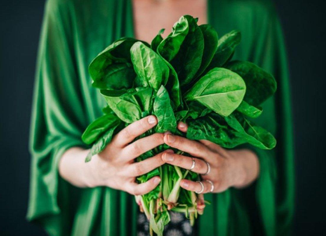 Диетолог назвала виды зелени, способные омолаживать и защищать от рака