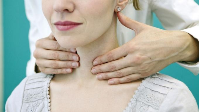Названы симптомы рака щитовидной железы