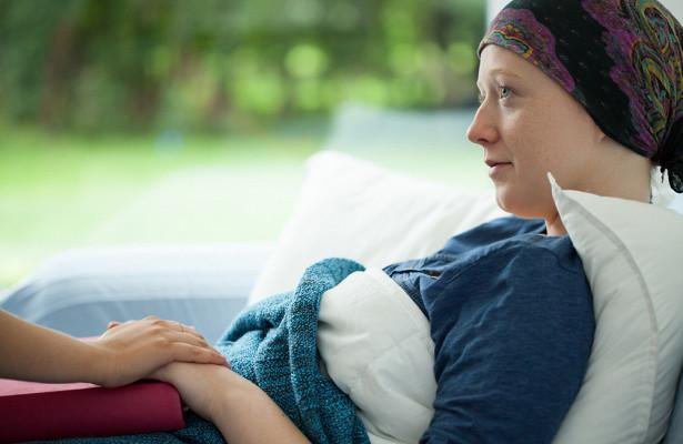 Онколог перечислил первые симптомы рака крови