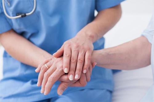 Врачи рассказали, как выявить рак легких по рукам