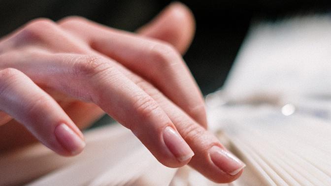 Врач рассказал, как выявить онкологию по ногтям