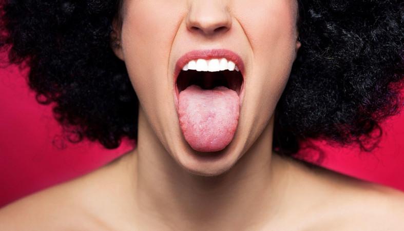 Онколог: Зубной протез может вызвать рак языка