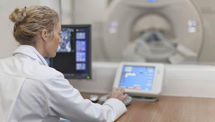 Онкологи доказали эффективность новой терапии рака мозга