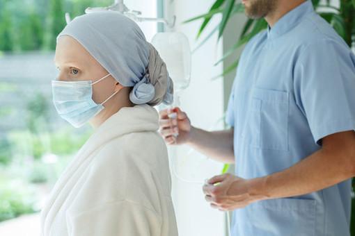Онкологи назвали главные симптомы рака головы и шеи