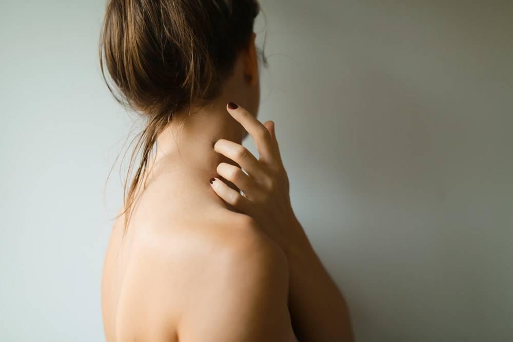 Ученые признали боль в районе лопатки симптомом рака печени