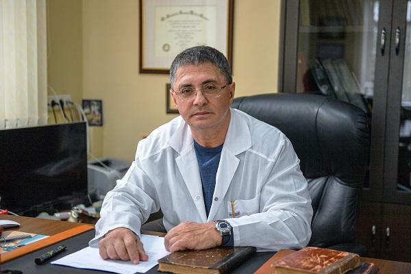 Мясников заявил, что курение вызывает неоперабельный рак легких