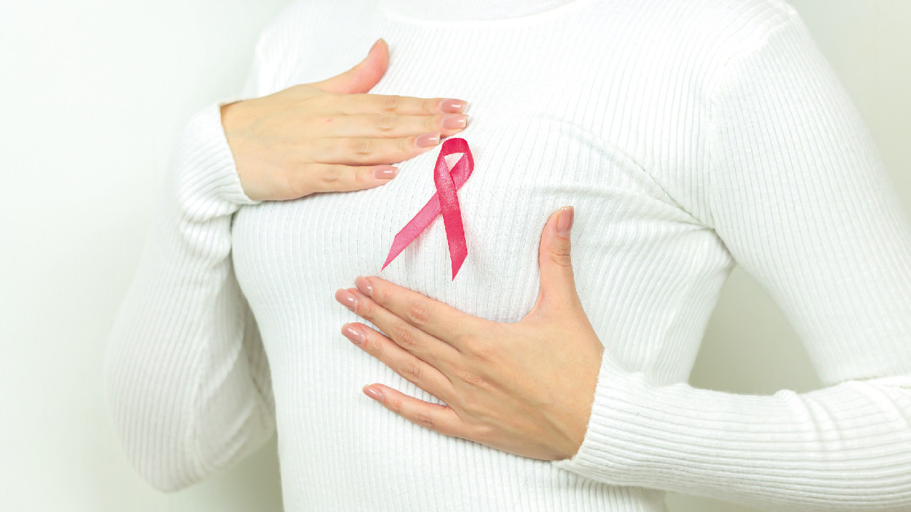 Медики рассказали, что указывает на риск рака груди
