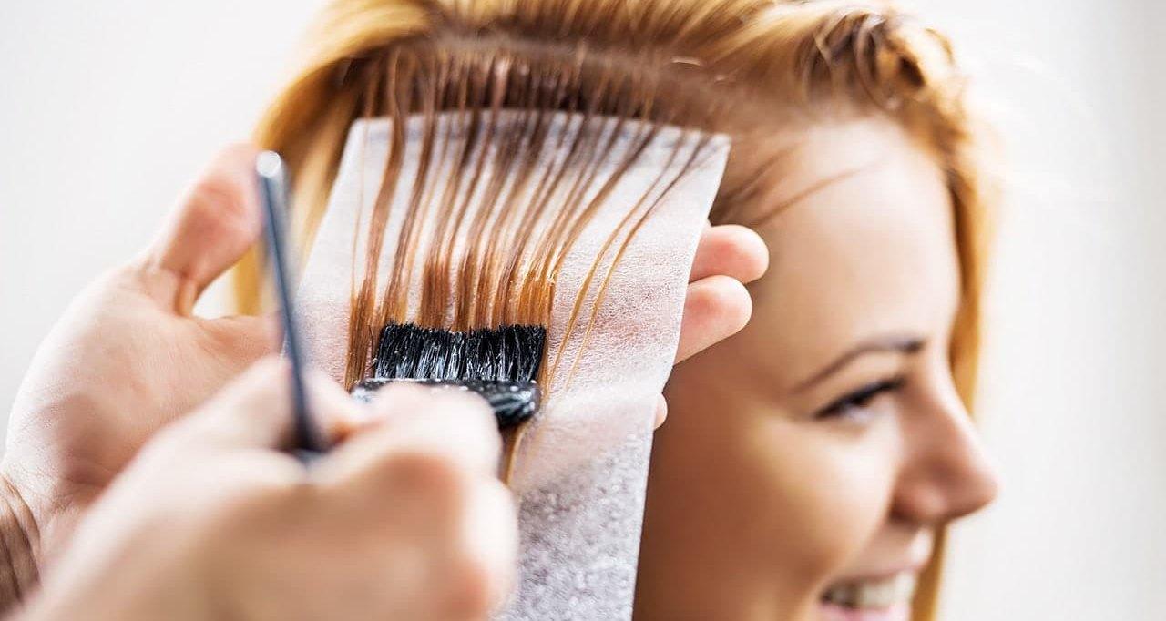 Привычка часто красить волосы и рак молочной железы: обнаружена связь