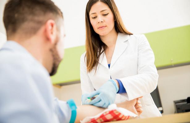Врач рассказала, что в анализе крови может указывать на предраковое состояние