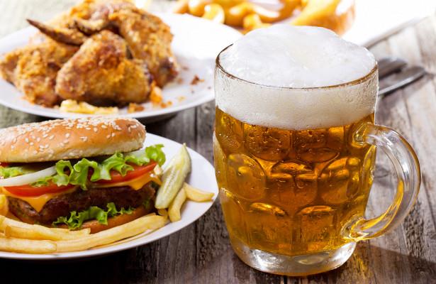 Медик объяснил влияние пищи и алкоголя на развитие онкологии